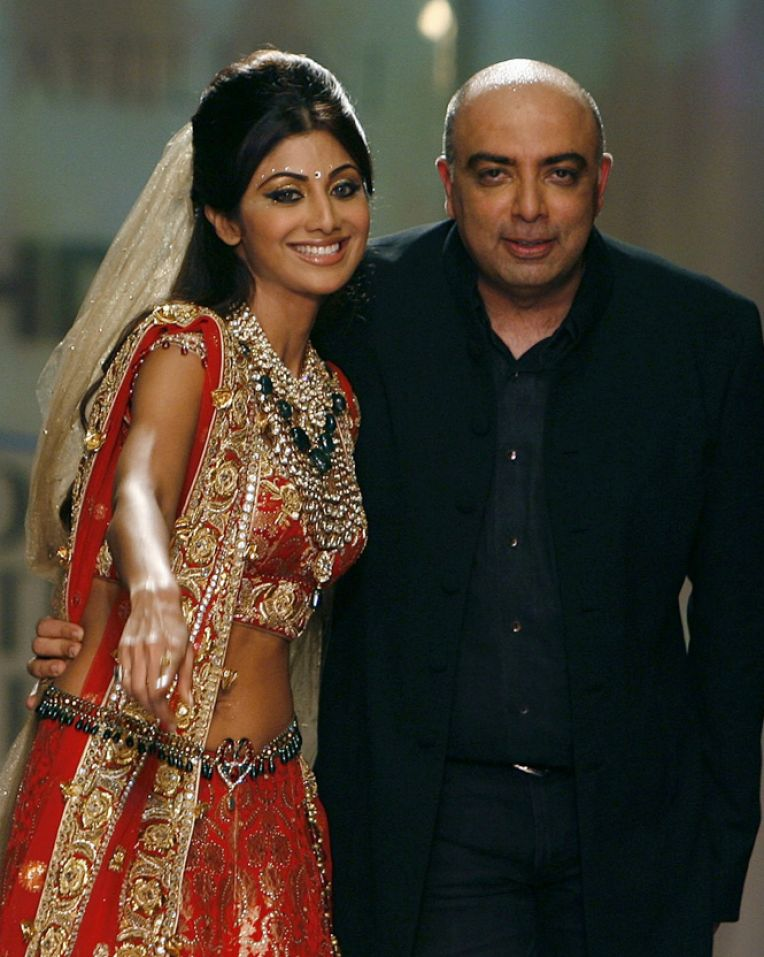 Wedding Pictures Of Bollywood Stars http://www.5mzen.com/bollywood-actress-wedding-dress