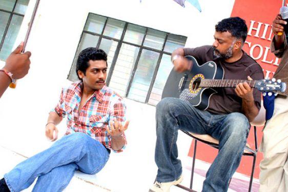 Surya in vaaranam aayiram with guitar